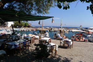 Lesbos: Die besten Tische bleiben leer.